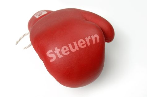 Roter Boxhandschuh, Steuern